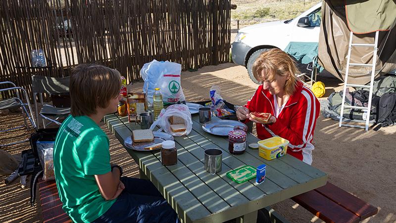 Frühstück im Klein-Aus-Vista Camp